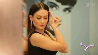 Александра: исполнительница группы «Фабрика», гордится сходством сЛарисой Гузеевой, непрощает опозданий. Давай поженимся! Фрагмент выпуска от22.12.2016