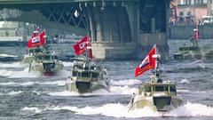 Поздравления принимают военные моряки— вРоссии День ВМФ