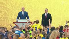 ВДень города Владимир Путин посетил «Лужники»— главную арену будущего ЧМпо футболу