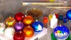 Подарок кНовому году своими руками. Расписные шарики. Жить здорово! Фрагмент выпуска от22.12.2015