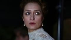 Виктория Исакова— Лидия Киреевская <div><p>Богатая польская дворянка, которая решает отомстить Мате Хари зато, что таотказалась отее покровительства</p><p>Виктория Исакова: «Чтобы понимать, что делать вседле, иэлементарно сидеть налошади, ябрала несколько занятий. Сживотными сниматься довольно трудно, лошади очень чувствуют твой страх. Начало трюка делала я, апродолжала его девушка-каскадер. Переживала ястрашно, новсе прошло хорошо».<br></p></div>